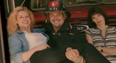 скриншот фильма Провинция. Фото счастливой семьи.