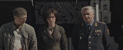 Андрей Мерзликин, Мария Машкова и Юрий Шлыков. Кадр из фильма Горячие новости.