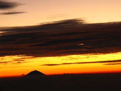 There are 2 moments of supreme exultation when I trek upward a mount Woow 3 for thirty Part One: Gunung Rinjani, Indonesia