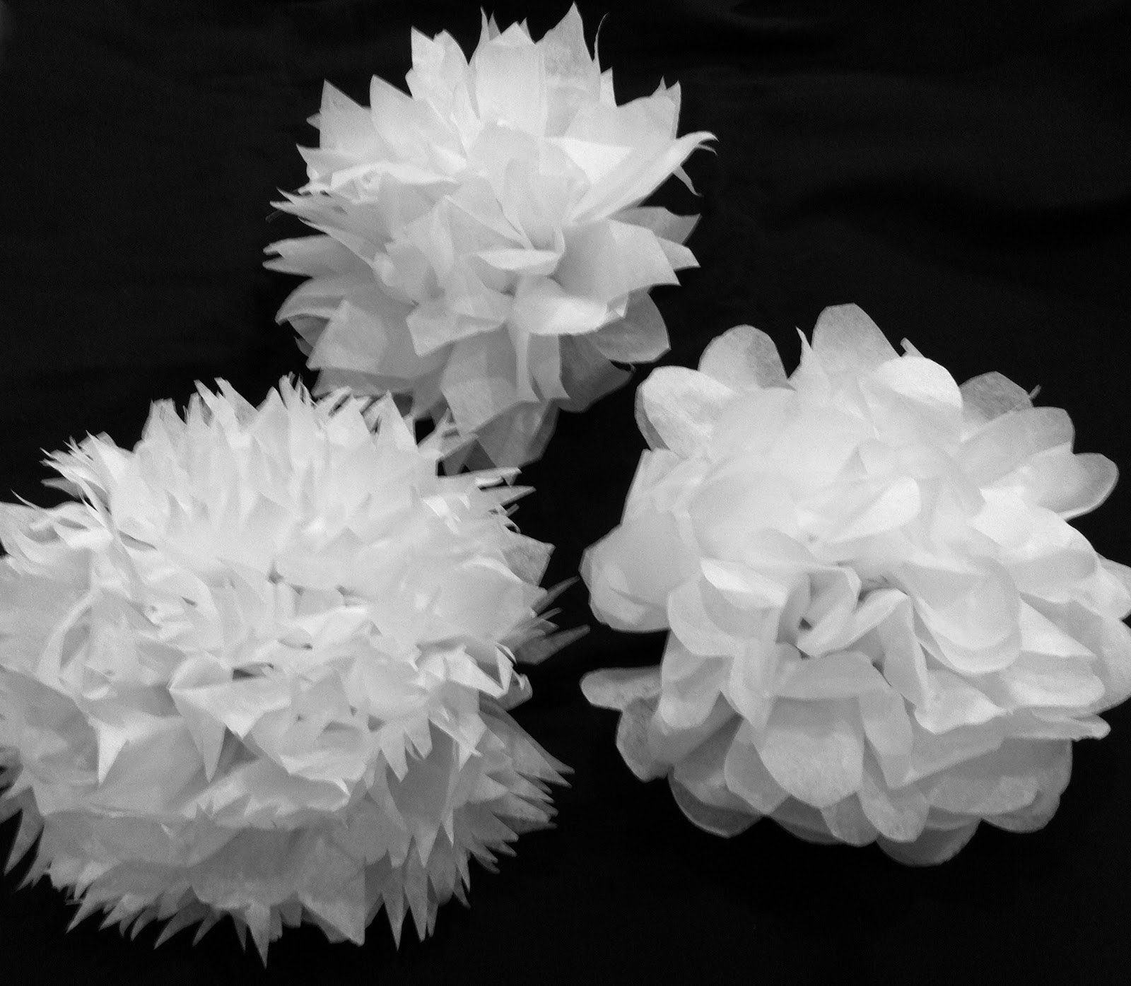 A savvy life a savvy craft tissue paper flowers scallop point fringe white tissue paper flowers made last night for a church function mightylinksfo