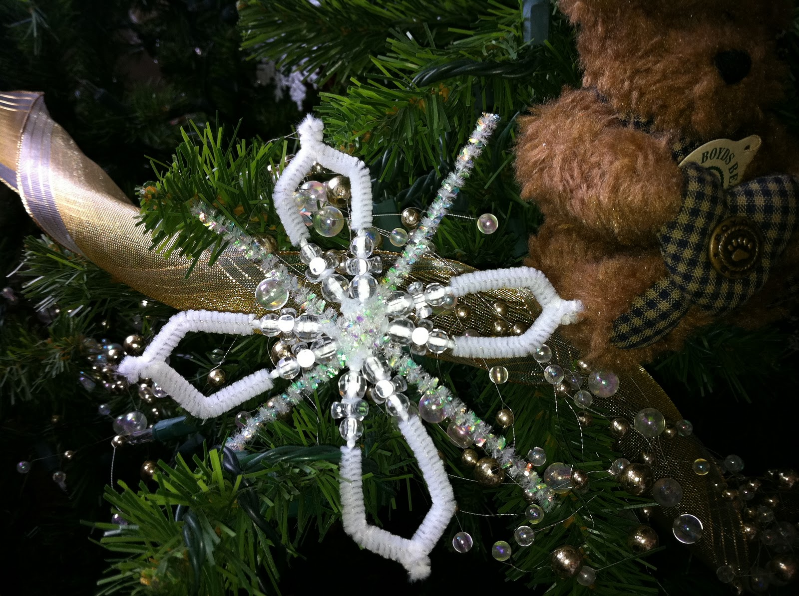 Pipe cleaner snowflakes walmart craft for Pipe cleaner christmas crafts
