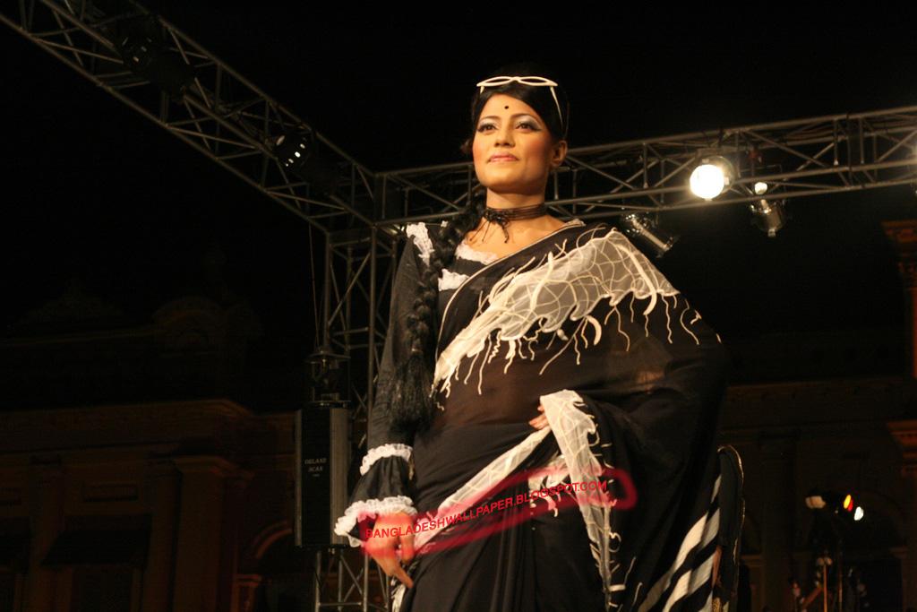 Banglarxxx Blogspot Com: Bangladesh Hero Alom: Dhaka Nigth Girls Fashion Show
