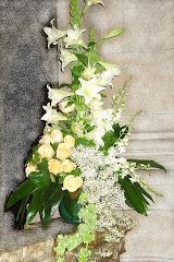 Azucenas, rosas y orquídeas