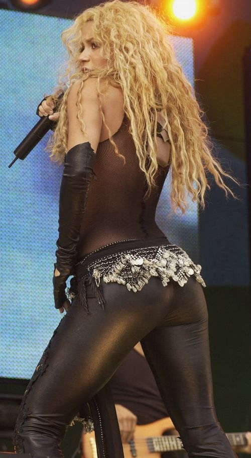 Anniversaires - Page 5 Shakira_hot_back_5