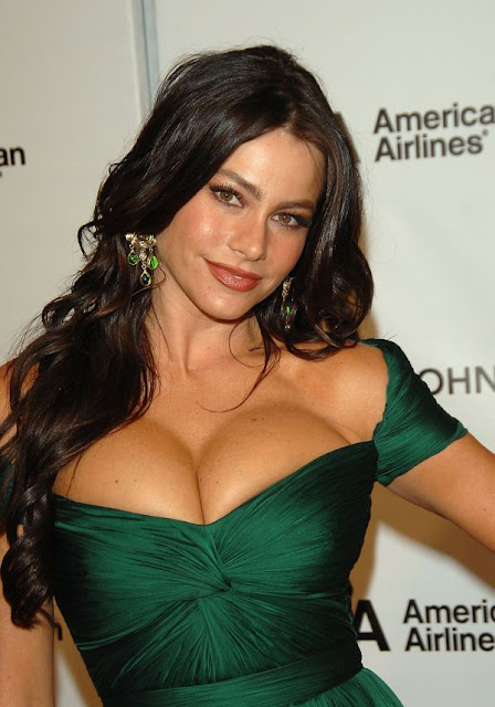 actress and model sofia Vergara hot cleavage show