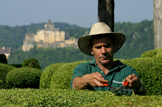 Gardener in the Merqueyssac garden