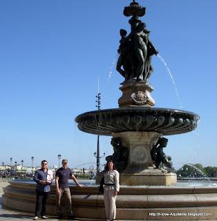 The statue Les trois grâces in front of Place de la Bourse in Bordeaux