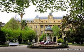 Diputacion Foral and the Plaza de Gipuzkoa garden