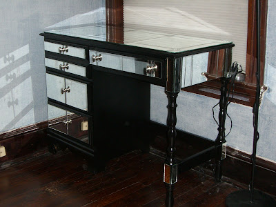 makeup vanity desk. Mirrored vanity desk