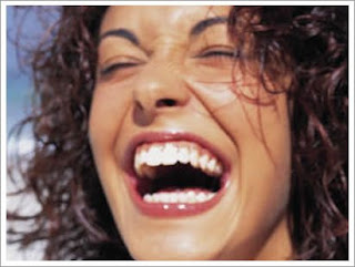 http://3.bp.blogspot.com/_XIhUy1UaYB4/SPc-U2wC2FI/AAAAAAAAADM/j6fIXBLvg_U/s320/mulher+rindo.bmp