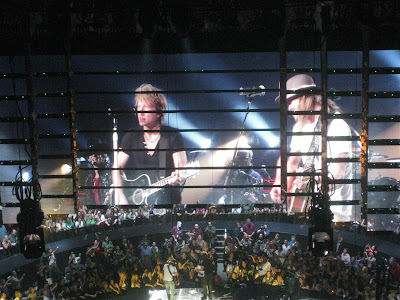 bon jovi and kid rock, on stage, dead or alive