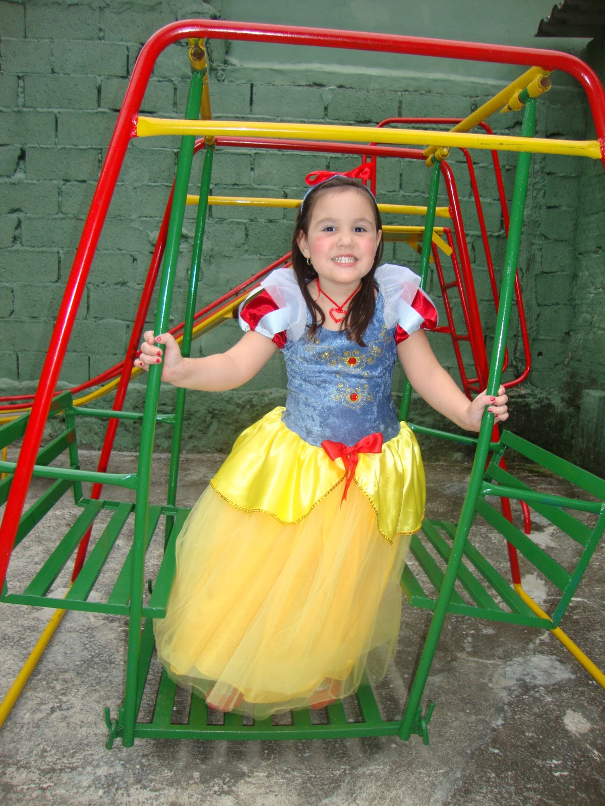 http://3.bp.blogspot.com/_XLIuhncTfGk/TMgEZ4eJy3I/AAAAAAAAAA4/t9AUAC7goZ8/s1600/Niver+04+Anos+-+Princesas+036.jpg