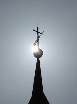 La cruz en lo alto