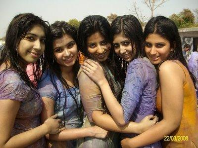 http://3.bp.blogspot.com/_XNw2BMO6-7I/S35NLWp9BsI/AAAAAAAACis/HHh-hCa6Ql0/s400/Indian-Girls-Playing-Holi-Photos-24.jpg