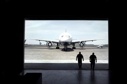 777 from hangar