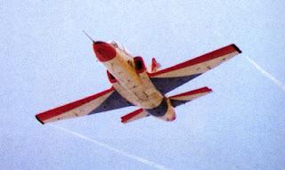 K-8W en vuelo