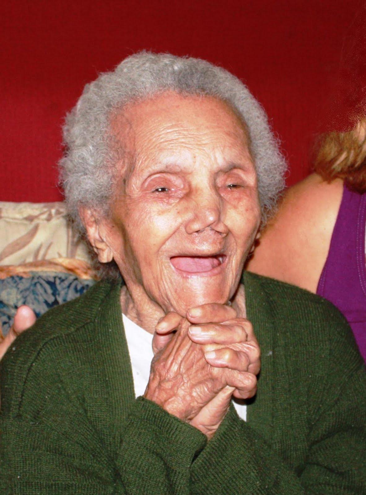 http://3.bp.blogspot.com/_XPBViUhNthA/TE9TWz6S71I/AAAAAAAAAEI/-9mrMLbTdkM/s1600/Maria+Rosa+110+anos.jpg