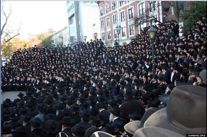 Thousands Of Chabad Rabbis Gather In Brooklyn