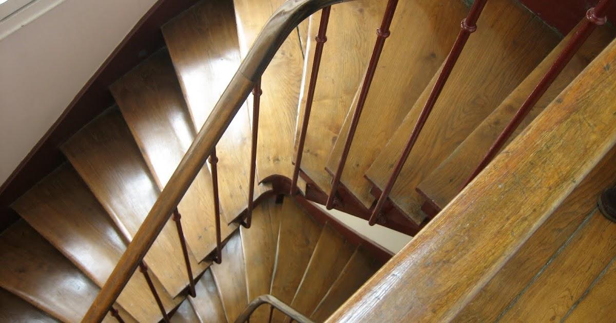 Foto delle scale e del bagno entrata ed edificio - Casa vacanza a parigi ...