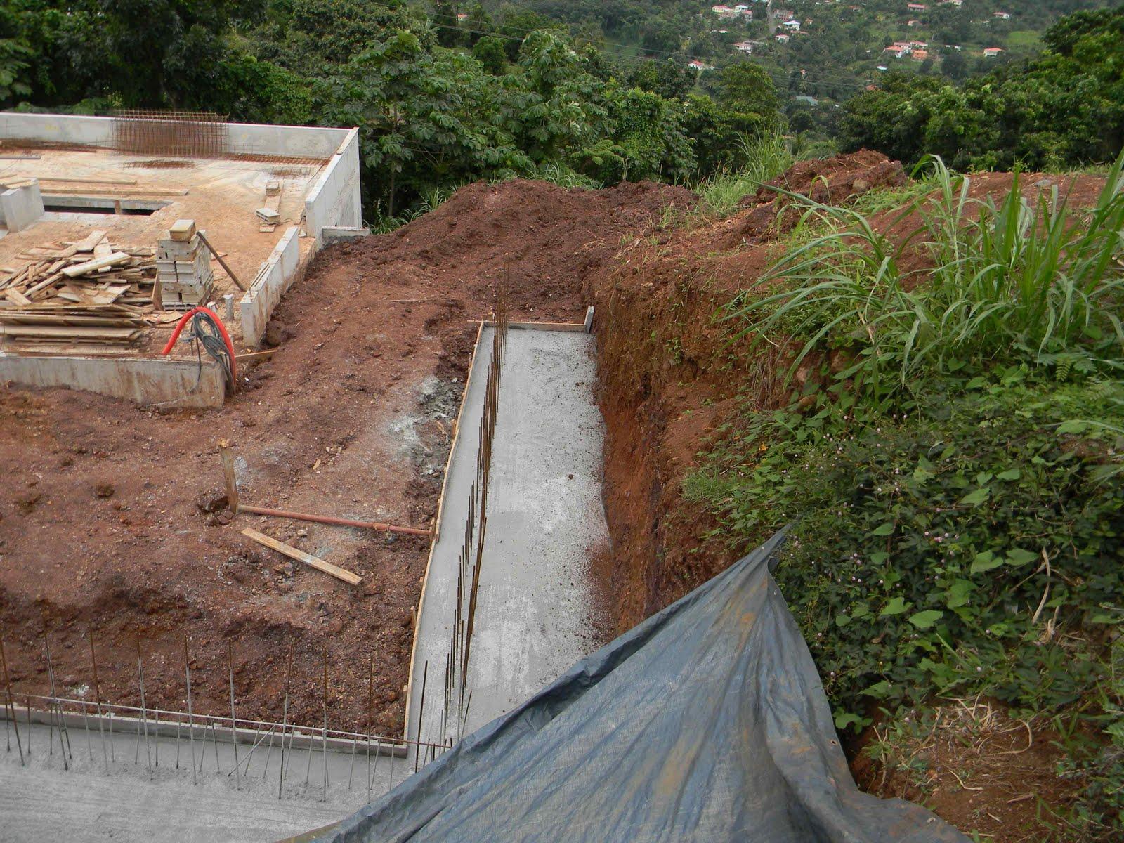 Le Patio des Mornes: Après les murets: Le Mur est !