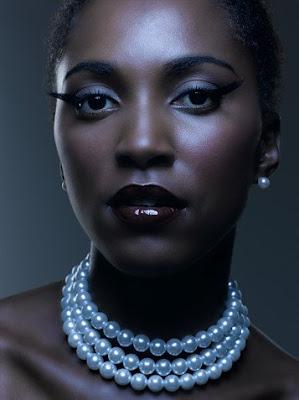 http://3.bp.blogspot.com/_XV47AIrzET4/SkrxungQzqI/AAAAAAAAAc8/Ktcnq0tS_kY/s400/black_woman_fly_girl_closeup_pearls.jpg