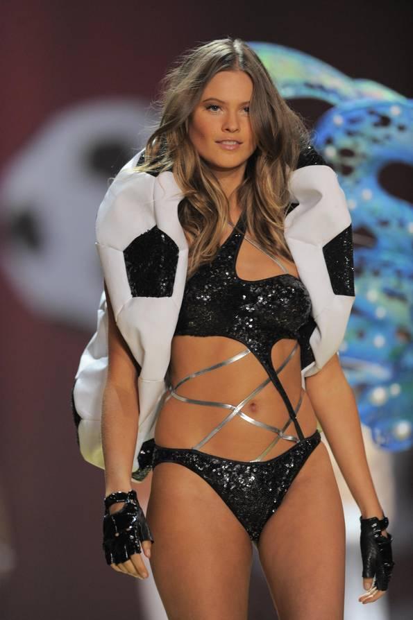 miranda kerr hair 2011. 2011 Met Gala Fashion;; miranda kerr hair 2011. Miranda kerr; Miranda kerr