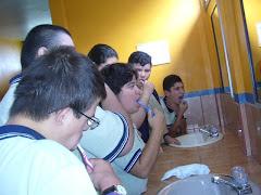 Aplicación de fluor con estudiantes de prevocacional