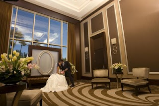 las-vegas-wedding-chapel-table-foyer