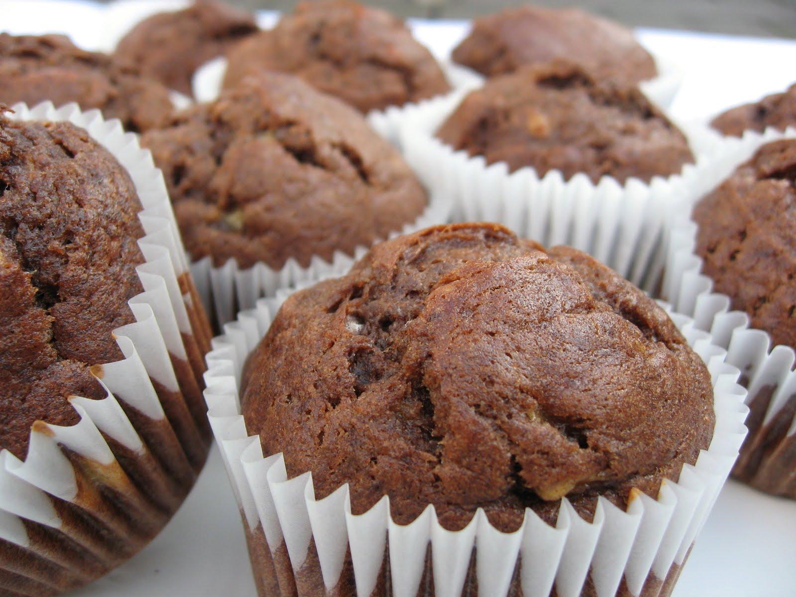 Kitchen Delights: NIGELLA'S CHOCOLATE BANANA MUFFINS