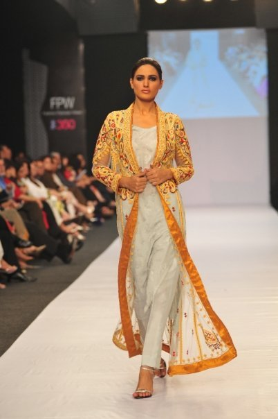 12834 169050622100 515807100 3298420 6219929 n - SANAM CHAUDHRY collection