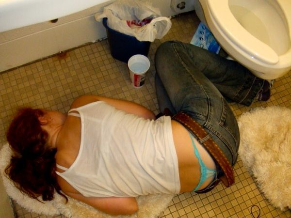 Passed Out Drunk Girls Pictures27