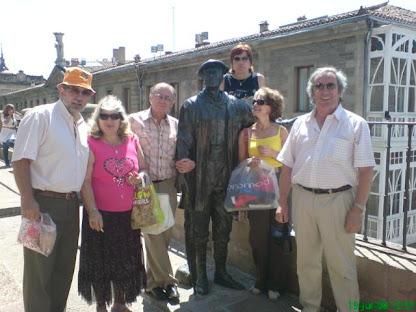 Debajo, Rusty con sus amigos del Jazz Vitoria, junto al Celedón.