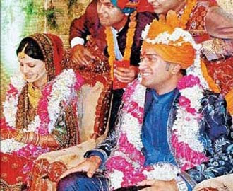 Dhoni wedding photo