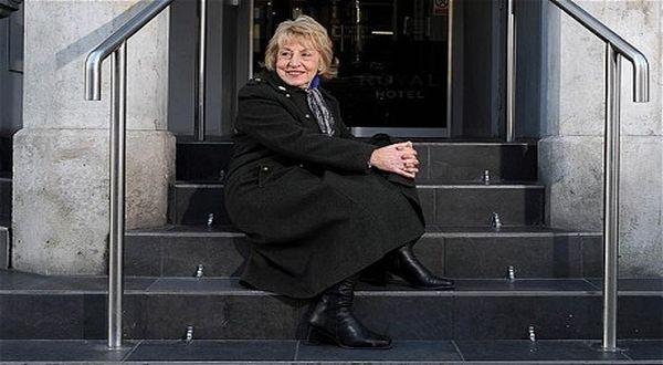Cardiff - seorang wanita yang pada saat bayi ditinggalkan di tangga