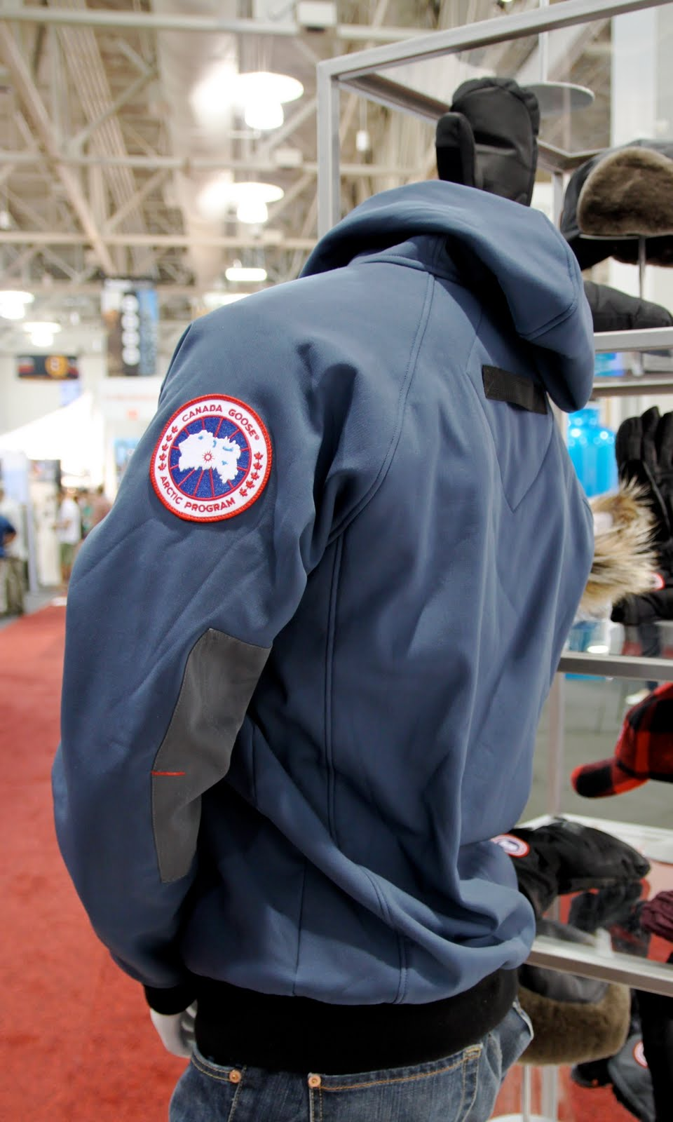 Canada Goose replica - LYRA MAG.: CANADA GOOSE LUXURY OUTERWEAR Men's & Women's 2010/2011