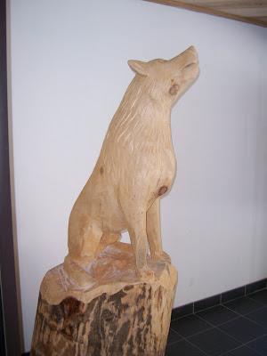 Loup sculpture sur bois