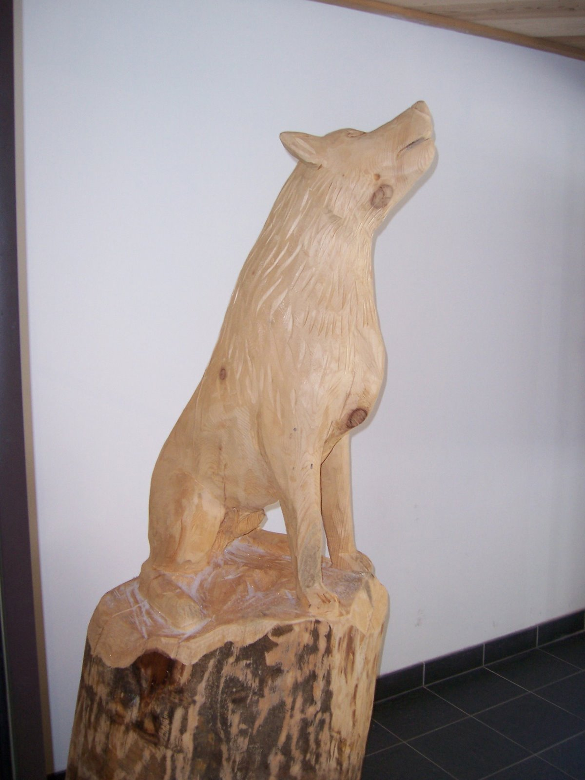 Images photos sculpture de loup - La sculpture sur bois ...
