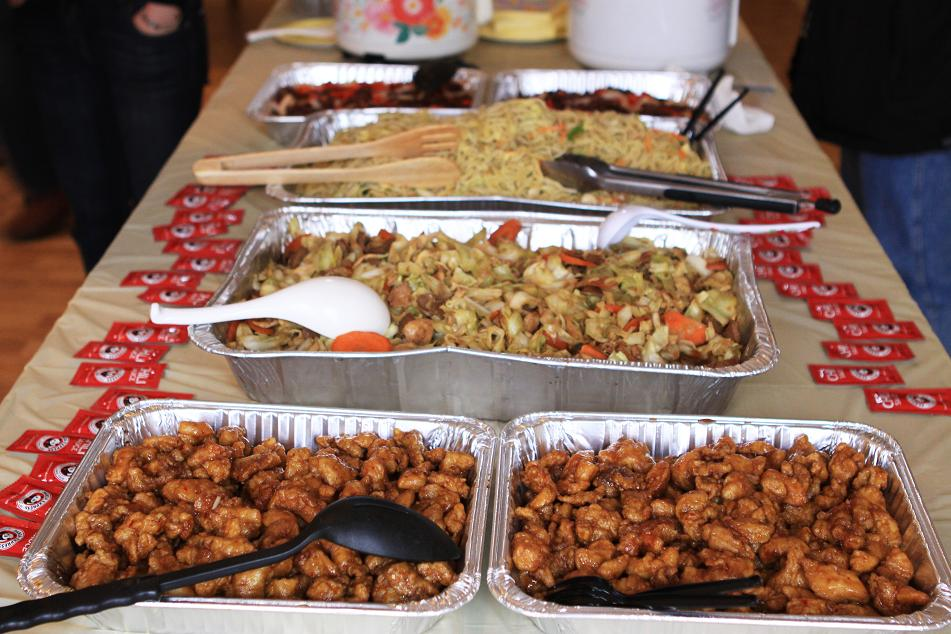 Panda Express catering prices are meant for groups of 12 to 30 and include your choice of multiple sides and entrees. Choose from Panda Express Catering favorites like kung pao chicken, sweet and sour chicken, and broccoli beef.