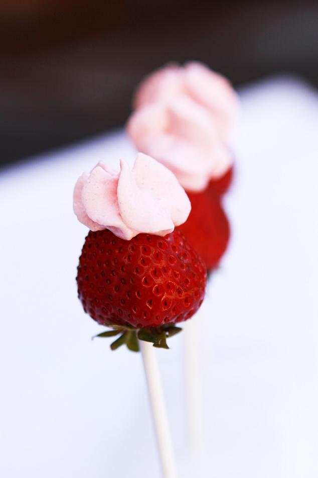 http://3.bp.blogspot.com/_XcAuQJQpZeE/TC9qV6-GLJI/AAAAAAAACGo/T579ZvNW0KI/s1600/strawberry+lollipop1.jpg