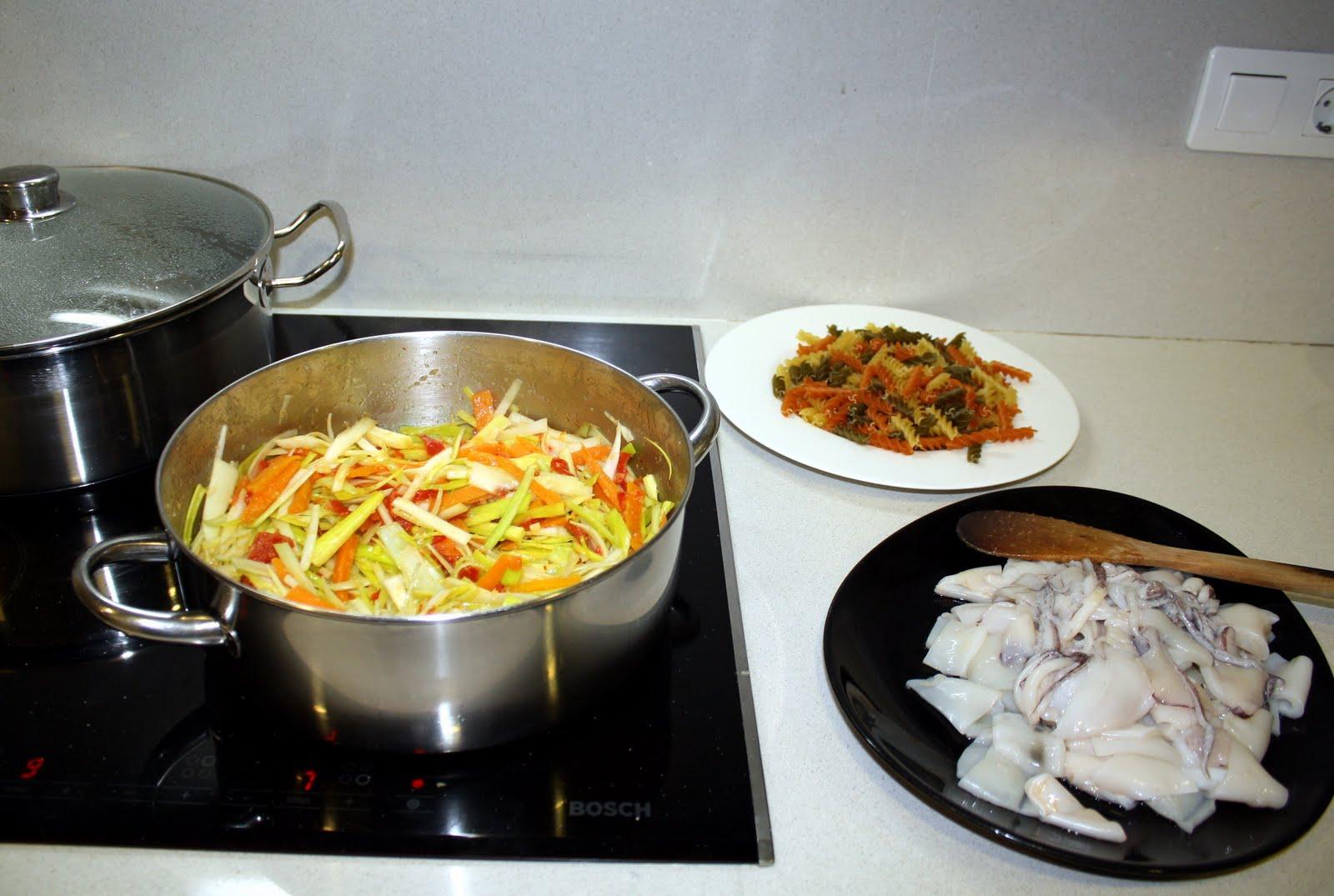 Cocinando con ana pasta con rehogado de calamares y for Cocinar 7 mares