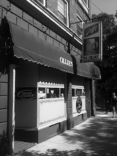 Ollie's Bar in chicago Edgewater neighborhood
