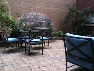 818 N Dearborn Courtyard