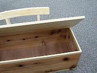 おもちゃ箱にもなるベンチ