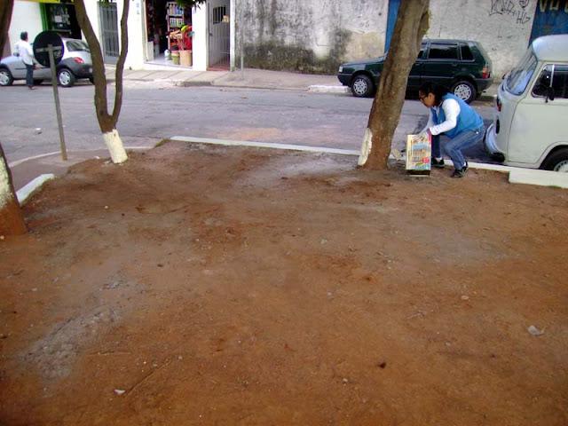 Na rua da Padaria Trevo - Praça da Seringueira na Vila Facchini