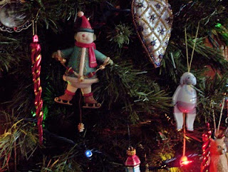 New and old pull-toy ornaments without flash