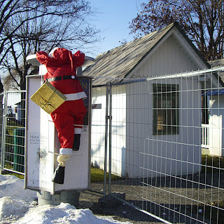 bye, bye Santa (onemorehandbag)