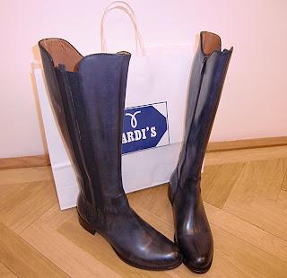 Tardi's boots (onemorehandbag)