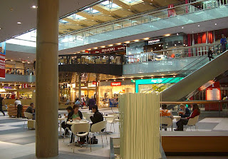 Atrio shopping mall (onemorehandbag)