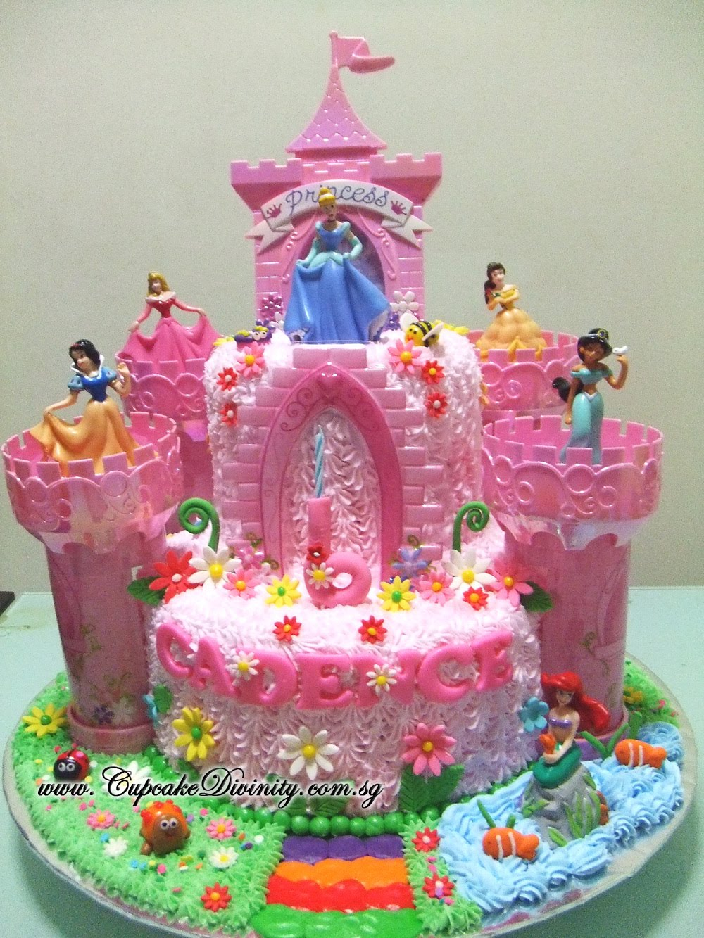 Cupcake Divinity Maxi 2 tier Disney Princess Cadence in Castle