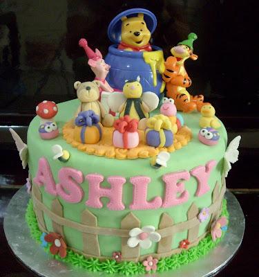 Cake Decorating Plastic Figurines : Cupcake Divinity: Pooh theme fondant cake (Plastic figurines)